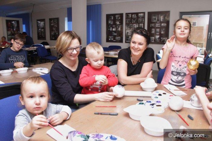 Jelenia Góra: Rodzinne malowanie bombek w muzeum