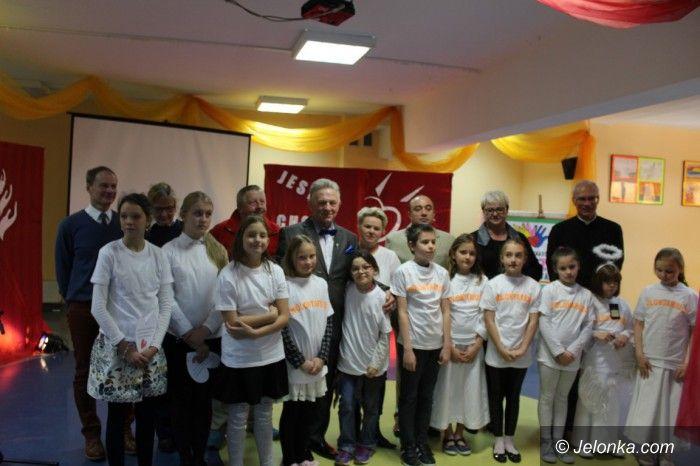 Karpacz: Uczniowie z Karpacza uhonorowali Ryszarda Kiełka