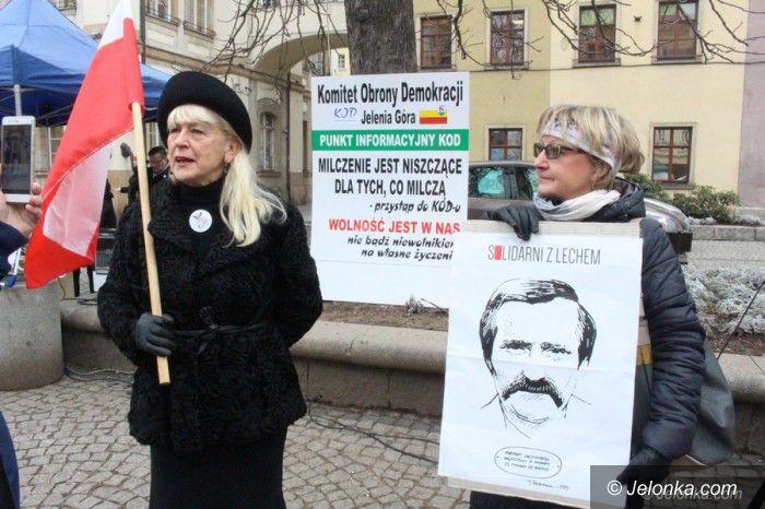Jelenia Góra: Kolejna demonstracja KOD–u za nami