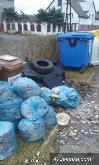 Jelenia Góra: Sterty śmieci przy ulicy Lotnictwa