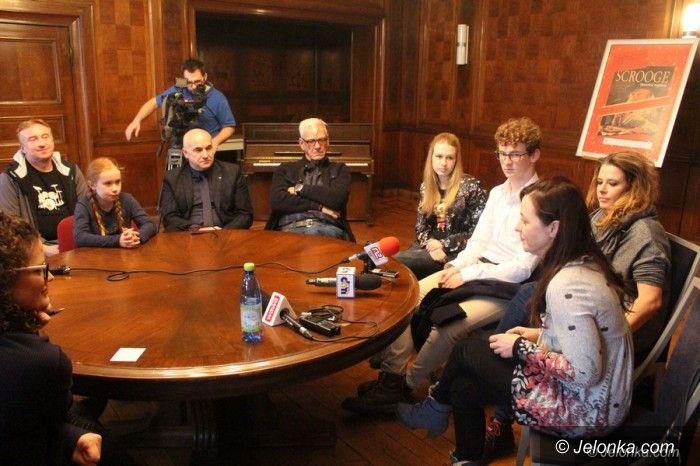 Jelenia Góra: Szalona sylwestrowa premiera w Norwidzie