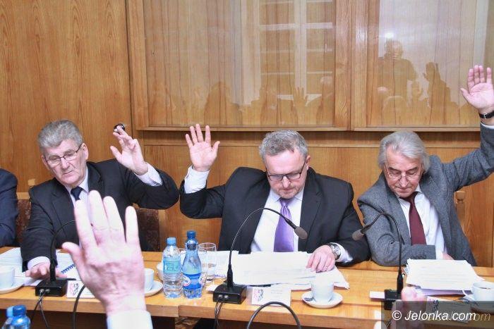 Powiat: Budżet uchwalony. A co ze starostą?