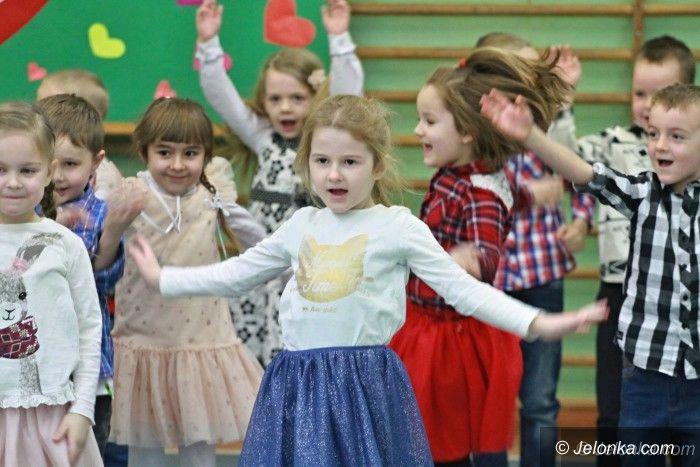 Mysłakowice: Przedszkolaki z Mysłakowic zaprosiły babcie i dziadków