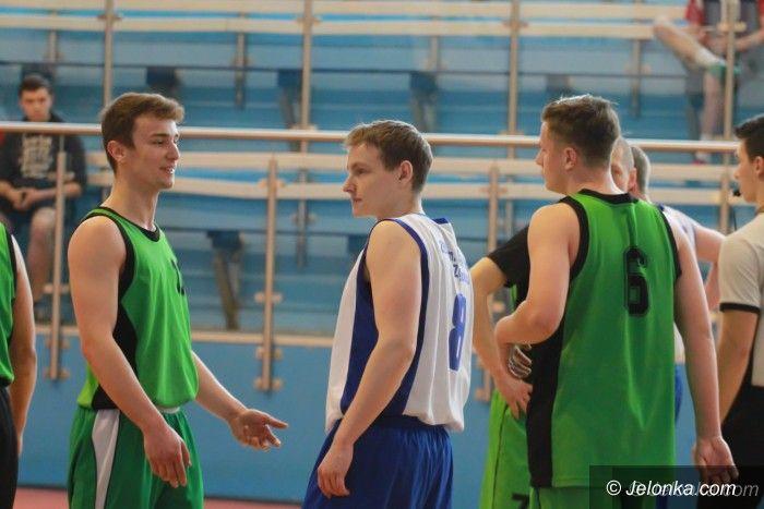Jelenia Góra: Koszykarze ZSOiT grają dalej