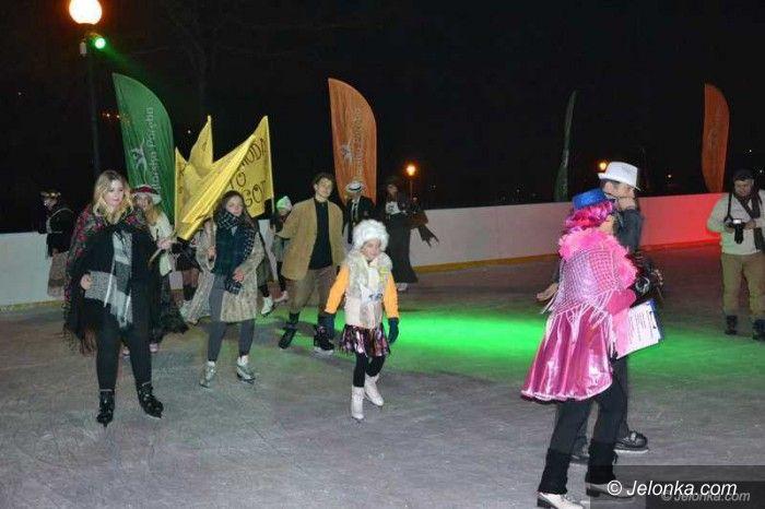 Szklarska Poręba: Wiele się działo podczas balu retro na lodzie