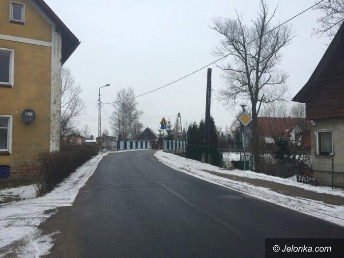 Region: W Łomnicy koniec nazw upamiętniających komunizm