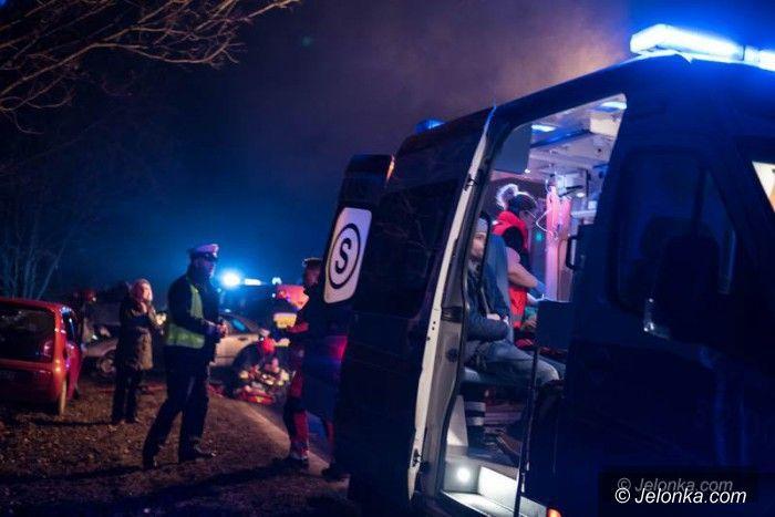 """Region: Czołowe zderzenie na """"3"""", dwie osoby w szpitalu"""