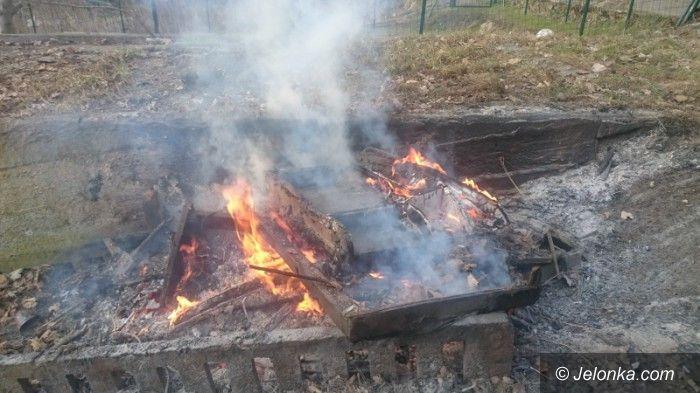 Jelenia Góra: Płonęły meble przy Mickiewicza