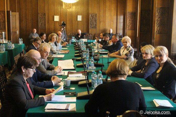 Jelenia Góra: Większość w komisji chce sporu sądowego