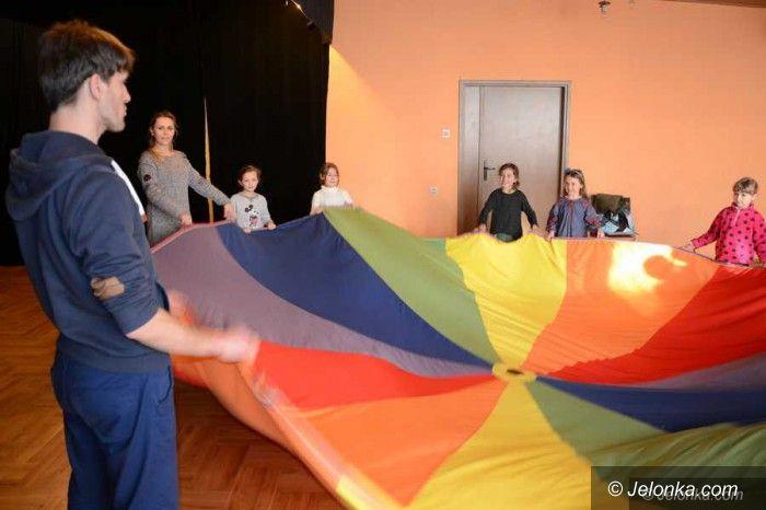 Jelenia Góra: Kuglarstwo, cyrk i teatr w ODK dla dzieci