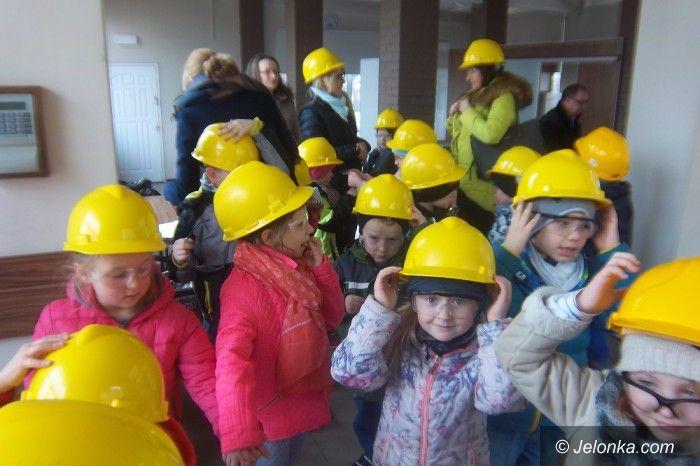 Jelenia Góra: Mali goście w fabryce maszyn papierniczych