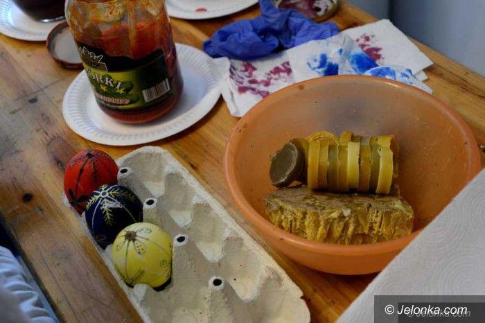 Jelenia Góra: Konkurs na wielkanocną batikową pisankę