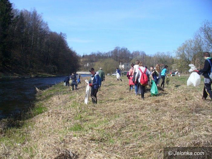 Janowice Wielkie: Młodzież sprzątała rzekę Bóbr