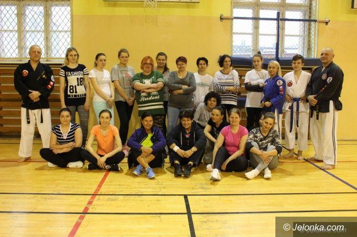 Jelenia Góra: Panie trenują, żeby czuć się bezpieczniej