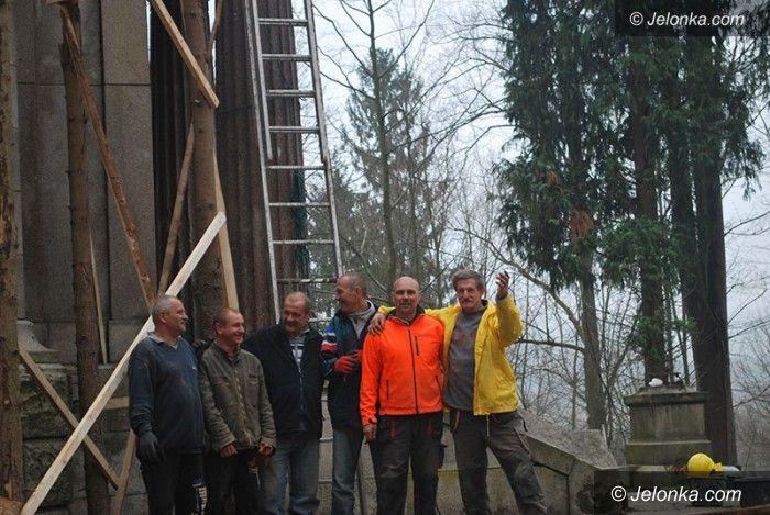 Jelenia Góra: Rozpoczął się remont dachu kaplicy w Maciejowej
