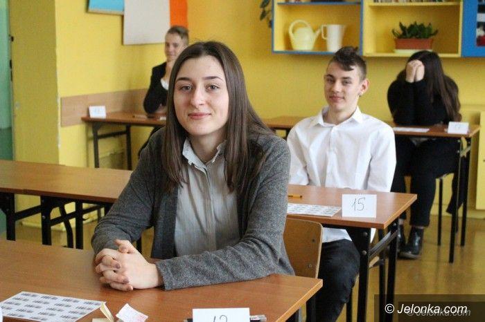 Jelenia Góra: Gimnazjaliści rozpoczęli egzaminy