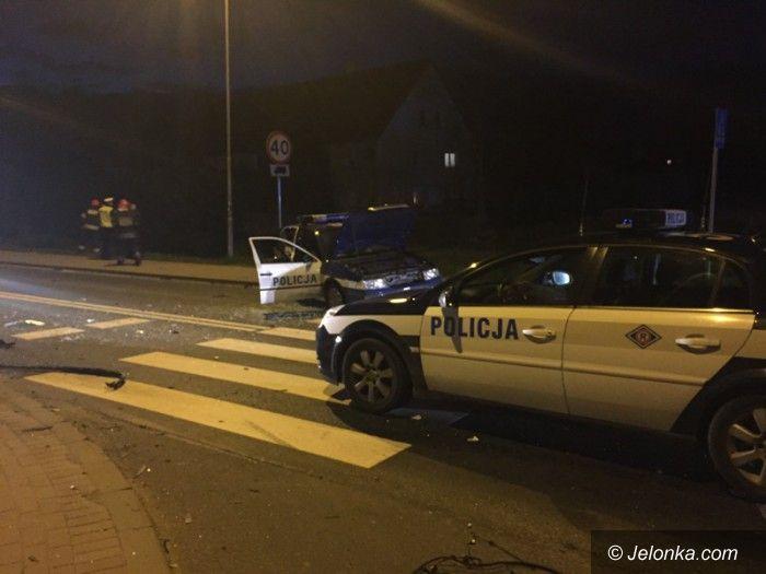 Jelenia Góra: W pościgu ranni policjanci, rozbite radiowozy (aktualizacja)