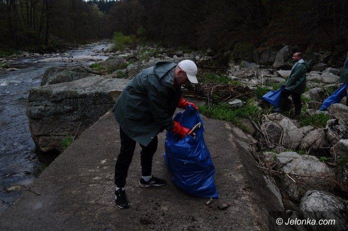 Jelenia Góra: Aresztanci też sprzątali Borowy Jar