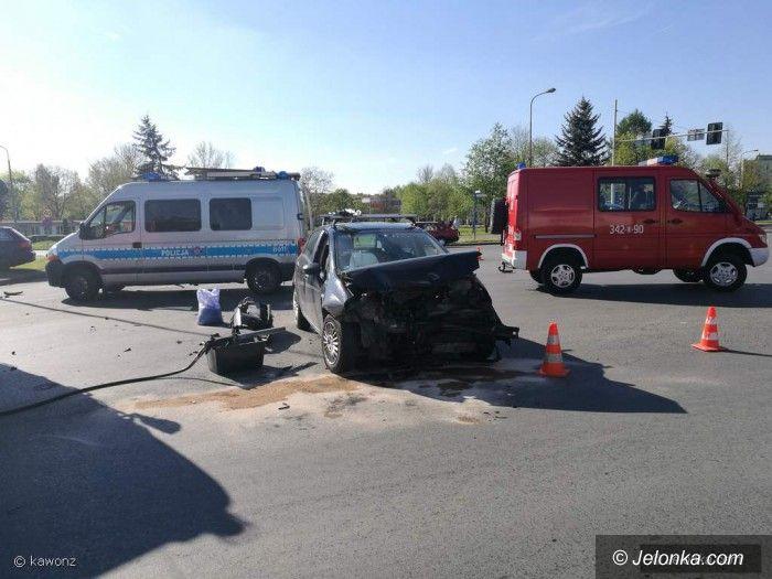 Jelenia Góra: Dwie osoby w szpitalu – zderzenie na skrzyżowaniu