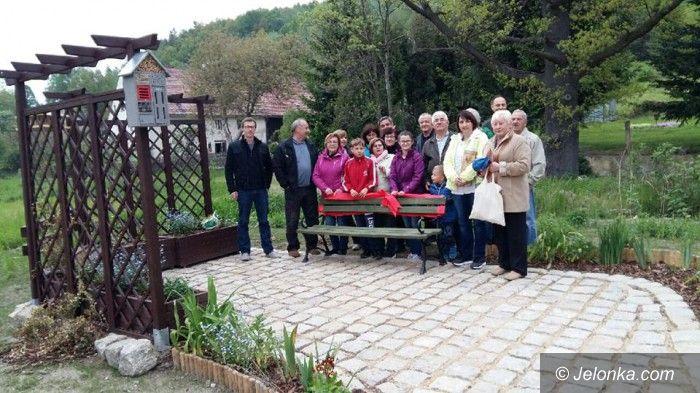 """Jelenia Góra: """"Zielona ławeczka"""" w Goduszynie"""