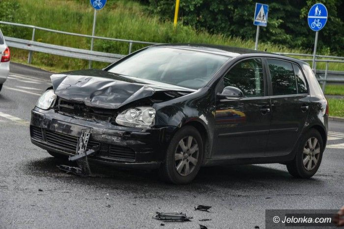 Jelenia Góra: Zderzenie dwóch aut na ulicy Sudeckiej