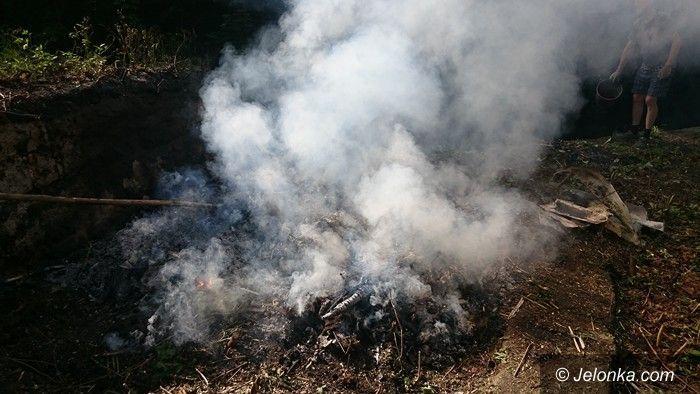 Jelenia Góra: Spalał śmieci na terenie posesji