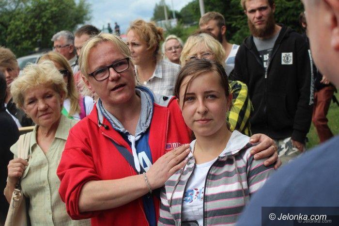 Jelenia Góra: Protest pod schroniskiem