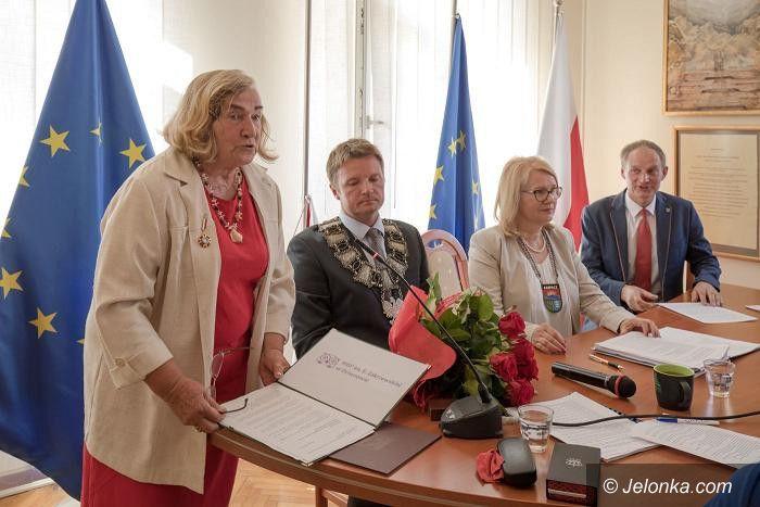 Karpacz: Maria Nienartowicz z odznaką Zasłużony dla Kultury Polskiej