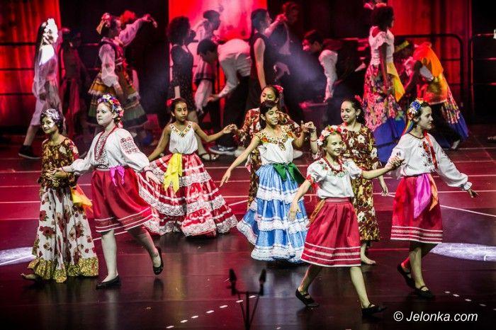Wrocław: Dzieci z pięciu kontynentów we wspaniałym spektaklu
