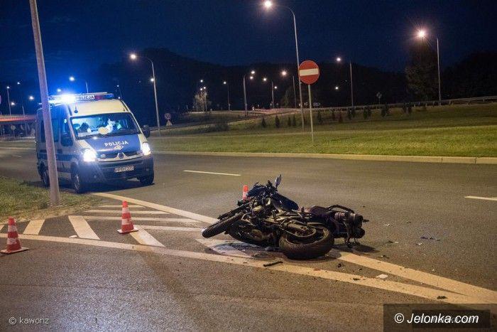 Jelenia Góra: Motocyklista zderzył się z autem osobowym