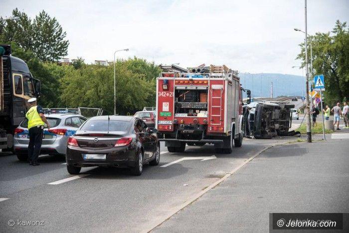 Jelenia Góra: Miał 3 promile, auto wylądowało na boku