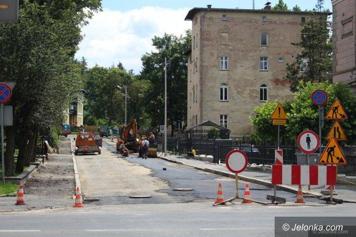 Jelenia Góra: Wodnik swoje zrobił, wkrótce nowa nawierzchnia