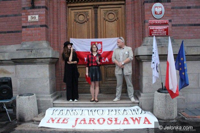 Jelenia Góra: Jeleniogórski KOD zawiesza protesty