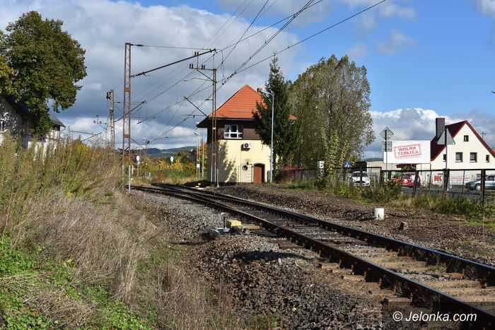 Jelenia Góra: Czytelnicy: Przez pociągi pękają nam ściany