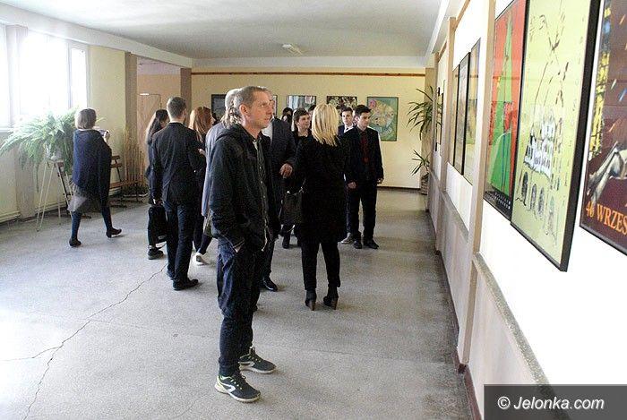 """Jelenia Góra: """"Wrześniowe plakaty"""" i """"One day photo z jeleniem"""""""