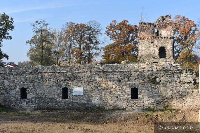 Stara Kamienica: Porządki w przyziemiach zamku w Starej Kamienicy