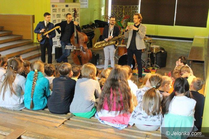 Jelenia Góra: Krokus Jazz Festiwal zawitał do szkół