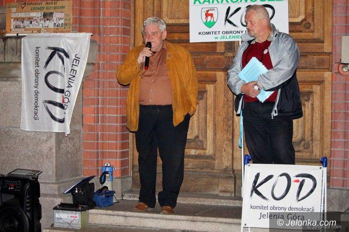 Jelenia Góra: KOD ponownie demonstrował pod sądem