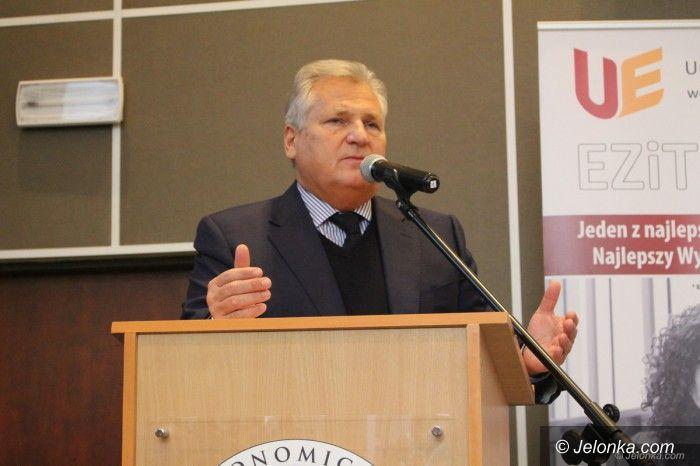 Jelenia Góra: Aleksander Kwaśniewski z młodzieżą o Konstytucji