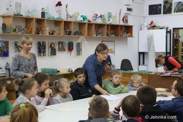 Jelenia Góra: Uczniowie z SP3 na warsztatach w Rzemiosłach