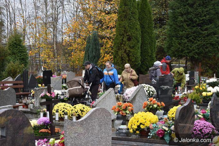 Jelenia Góra: Jeleniogórzanie odwiedzili groby bliskich