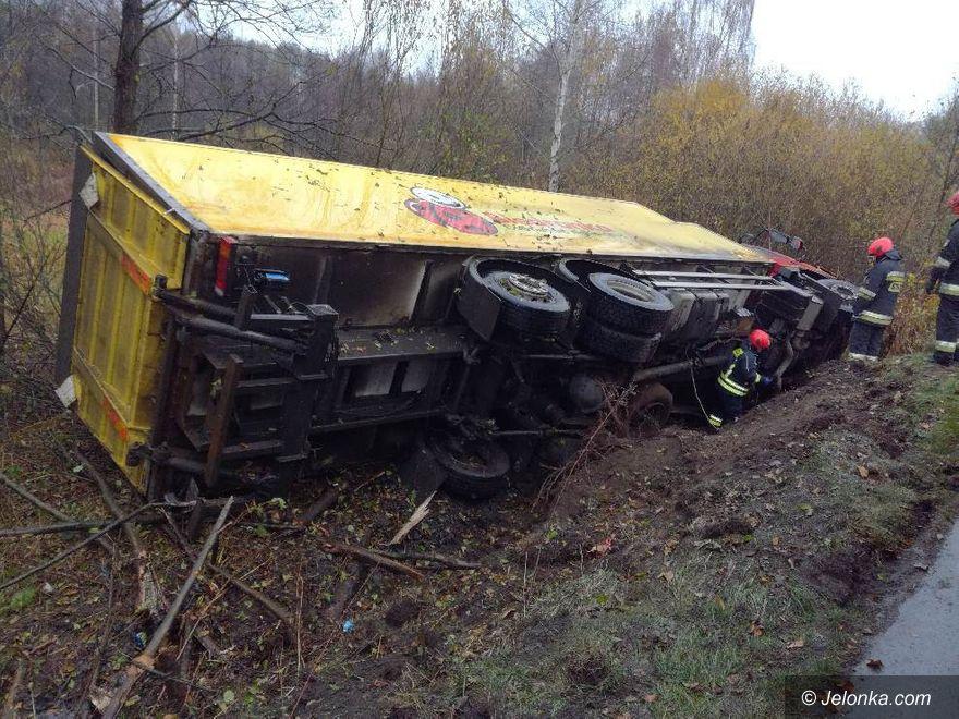 Region: Samochód ciężarowy wypadł z drogi