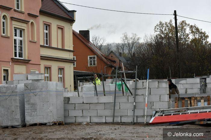 Stara Kamienica: Powstaje szkolny łącznik w Starej Kamienicy