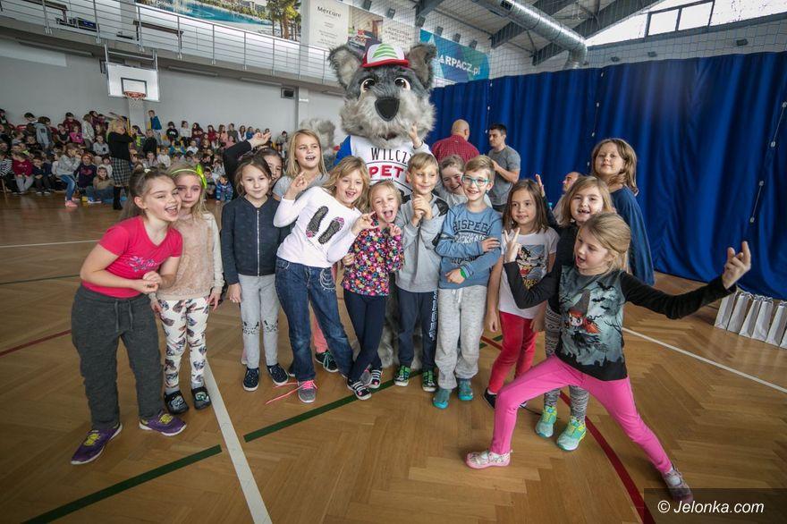 Karpacz: Spotkanie dzieci z oficjalną maskotką miasta
