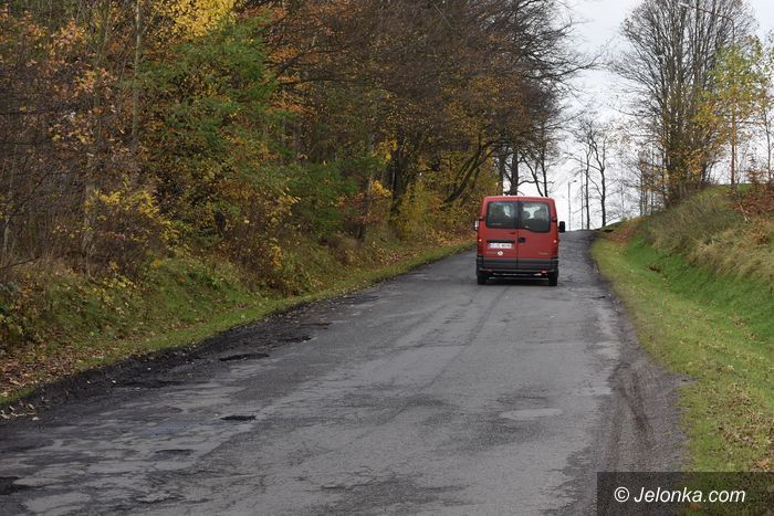 Powiat: Czy dziurawa droga doczeka się remontu?
