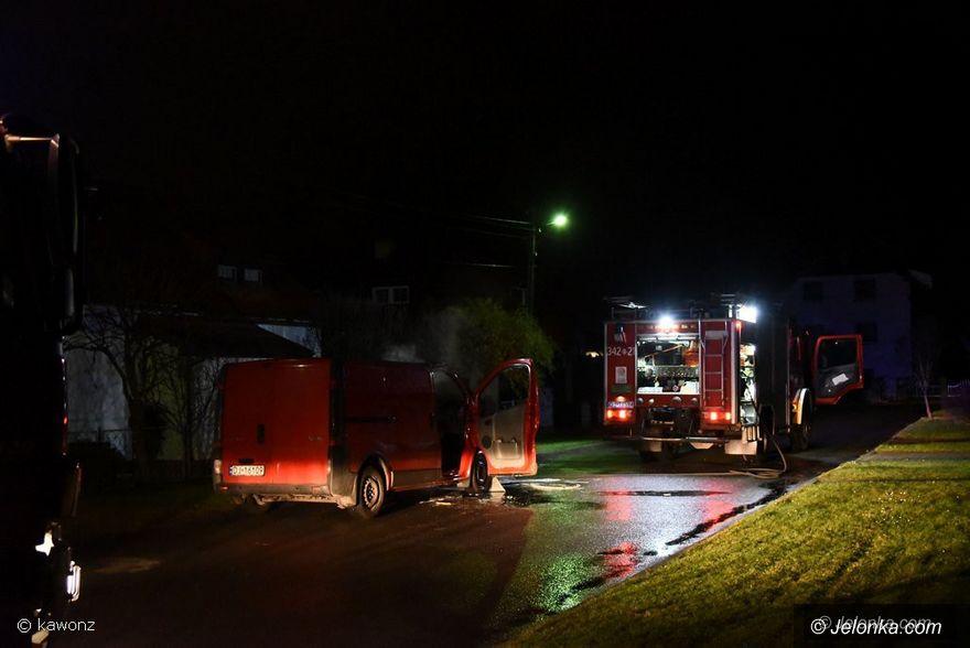 Jelenia Góra: Pożar samochodu dostawczego na Wiśniowej