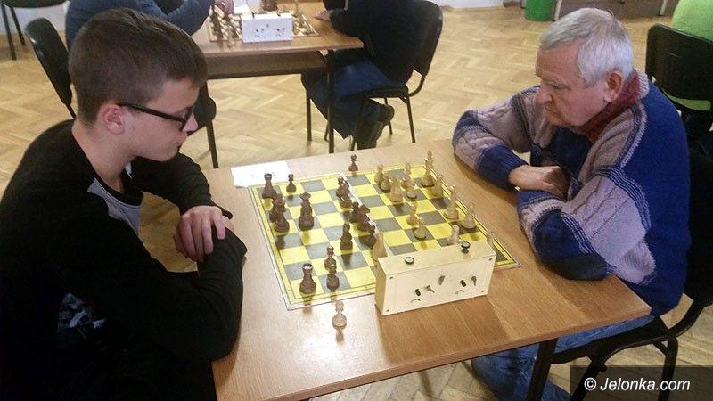 Region: Zacięta walka na turnieju szachowym  w Łomnicy
