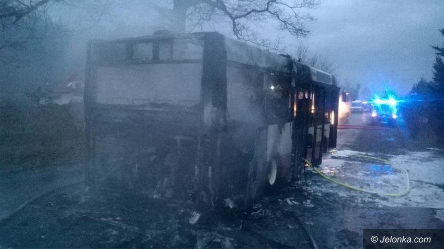 Jelenia Góra: Spłonął autobus, nikomu nic się nie stało (aktualizacja)
