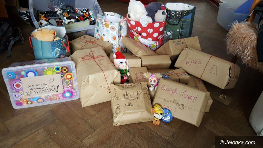 """Jelenia Góra: """"Mechanik"""" ze świątecznymi prezentami dla dzieci"""
