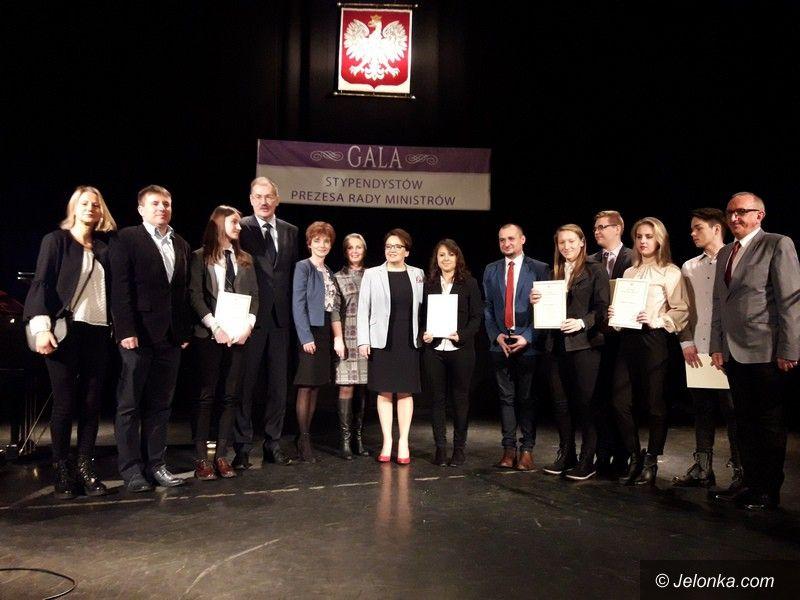 Jelenia Góra: Młodzi jeleniogórzanie z dyplomami Prezesa Rady Ministrów
